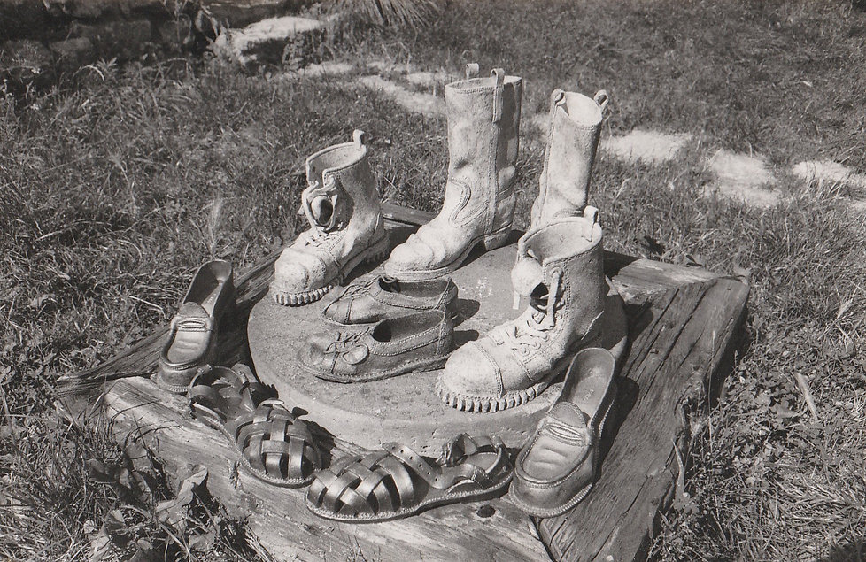1977-CHAUSSURES.jpg