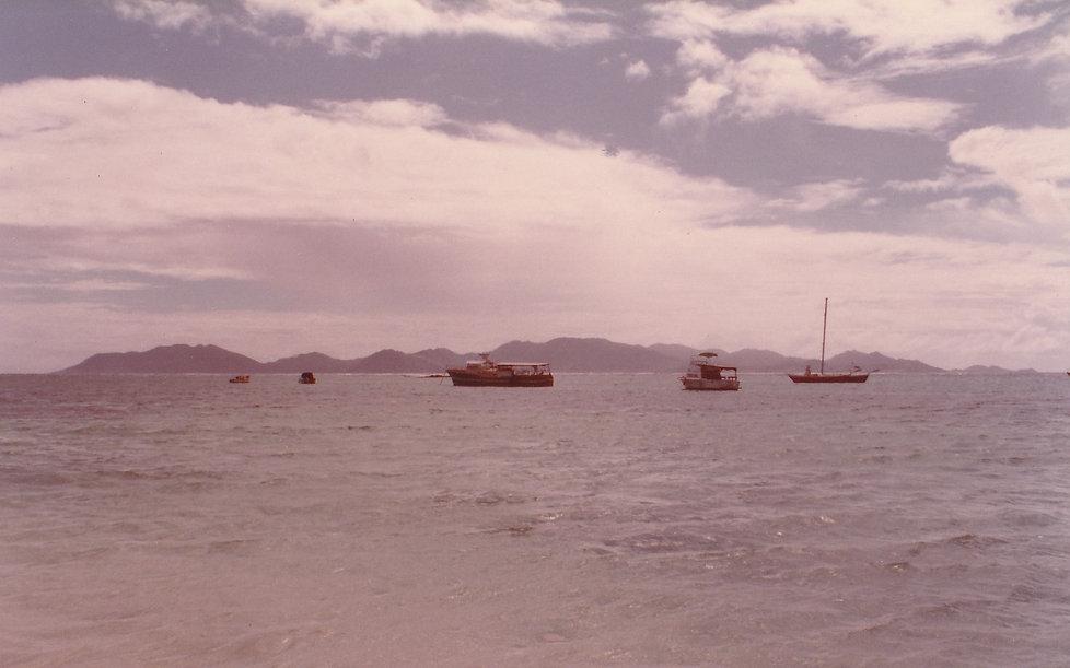 1982-ANGUILLA-VUE SUR SAINT-MARTIN.jpg