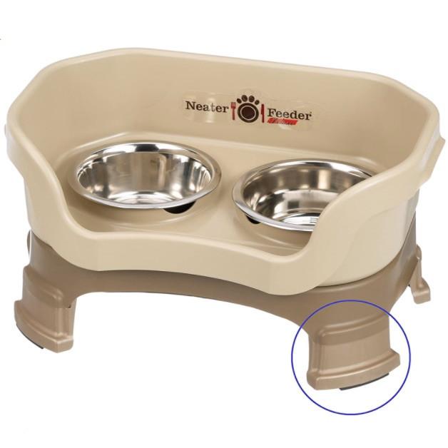 Lola & Daisy Designs dog feeding station