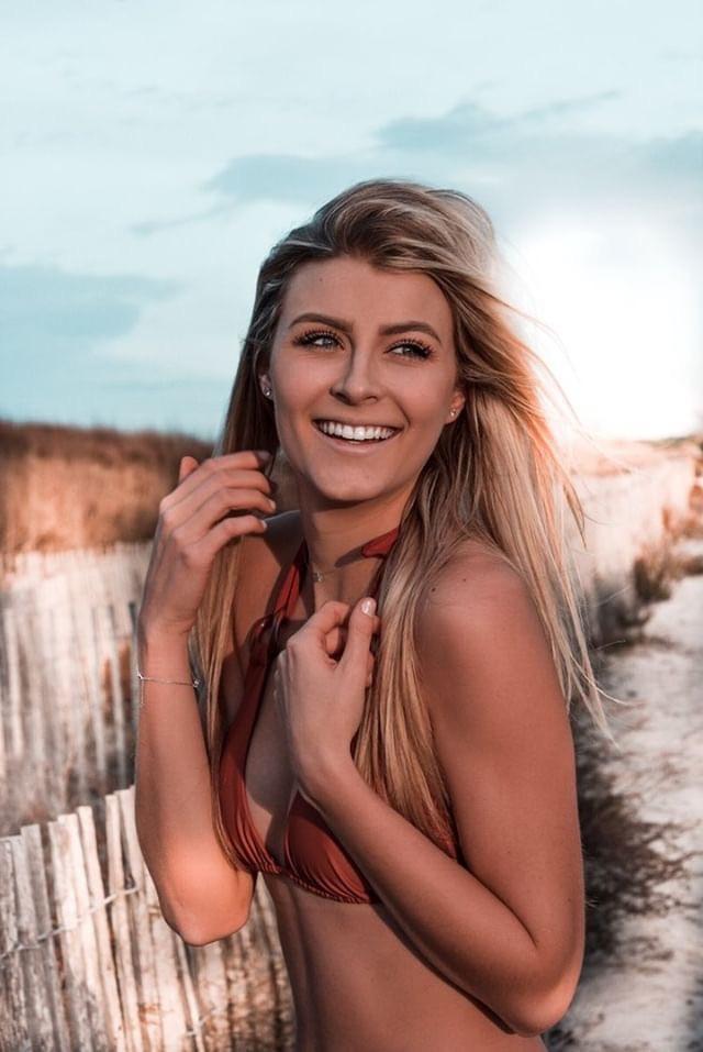 Manon Aubriot - Miss