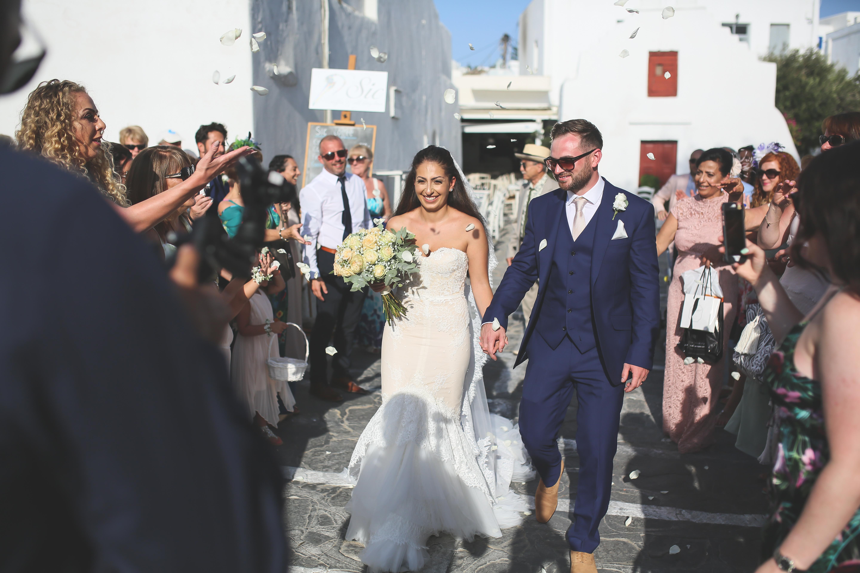 confetti bride and groom mykonos