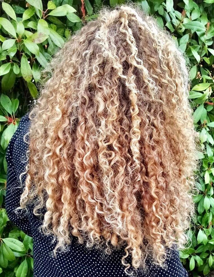 definition de boucles shampoing solide cheveux boucles melo ayurveda