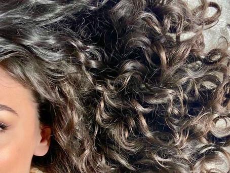 Ce shampoing solide cheveux bouclés fournit des protéines capillaires