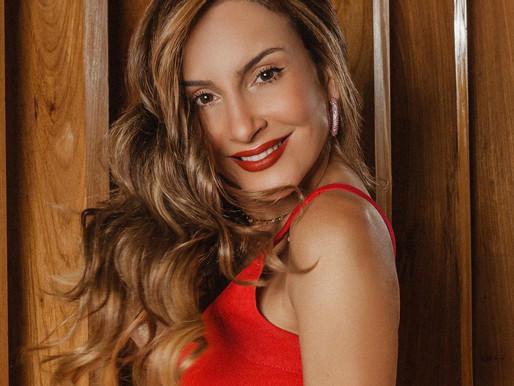 Claudia Leitte e os looks, makeup, cabelos e acessórios