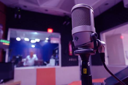 industry-macro-mic-164755-blue.jpg