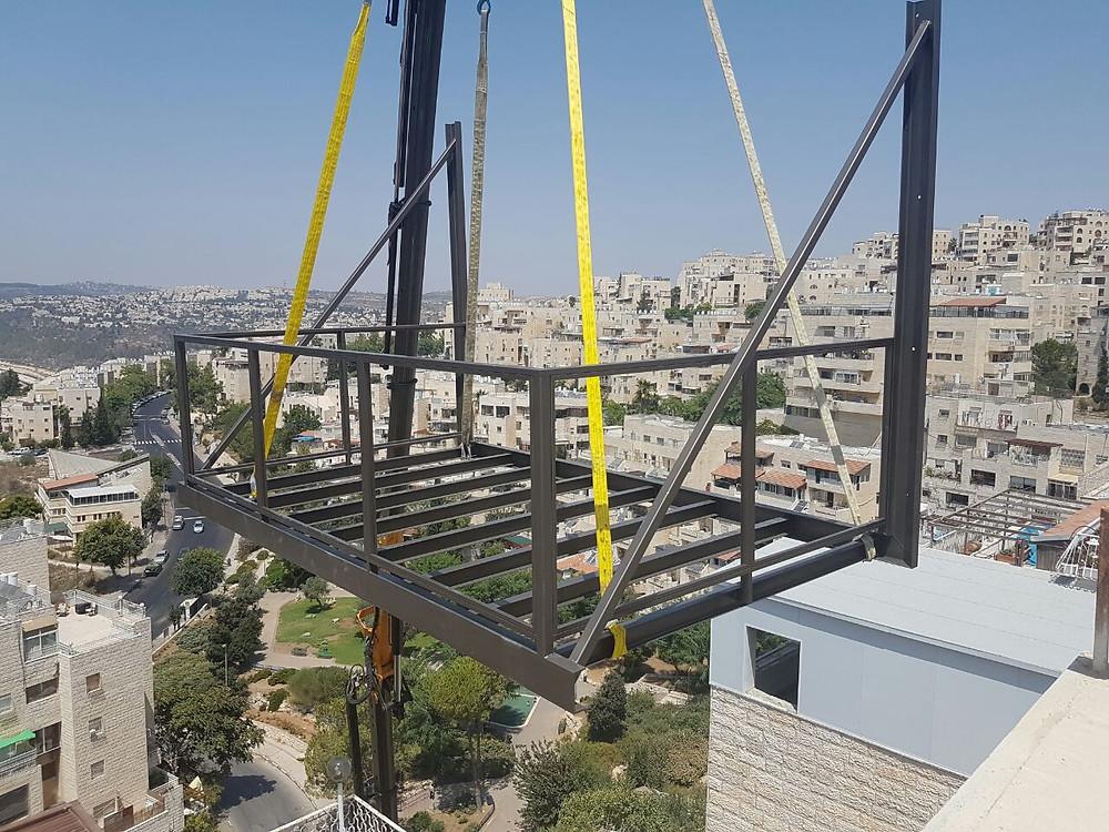 מרפסת תלויה פתיחת מרפסת קומה גבוהה