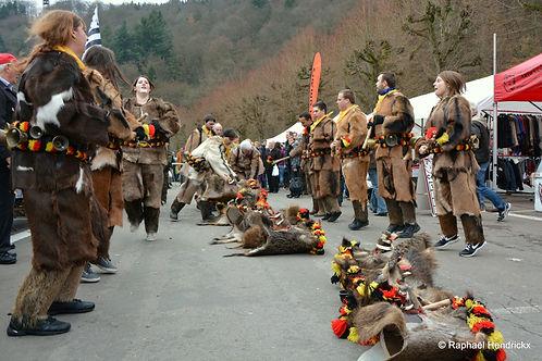 fête de la chasse bouillon personnes déguisées