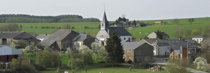 bellevaux village avec clocher