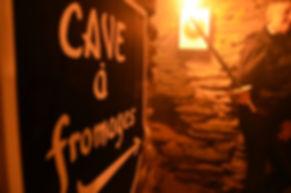 panneau indiquant une cave à fromages dans le château-fort de Bouillon