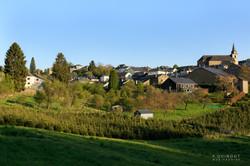 Village corbion avec verdure
