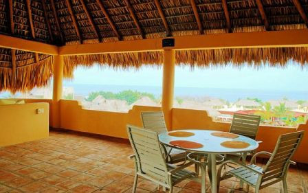 Palapa dining and living