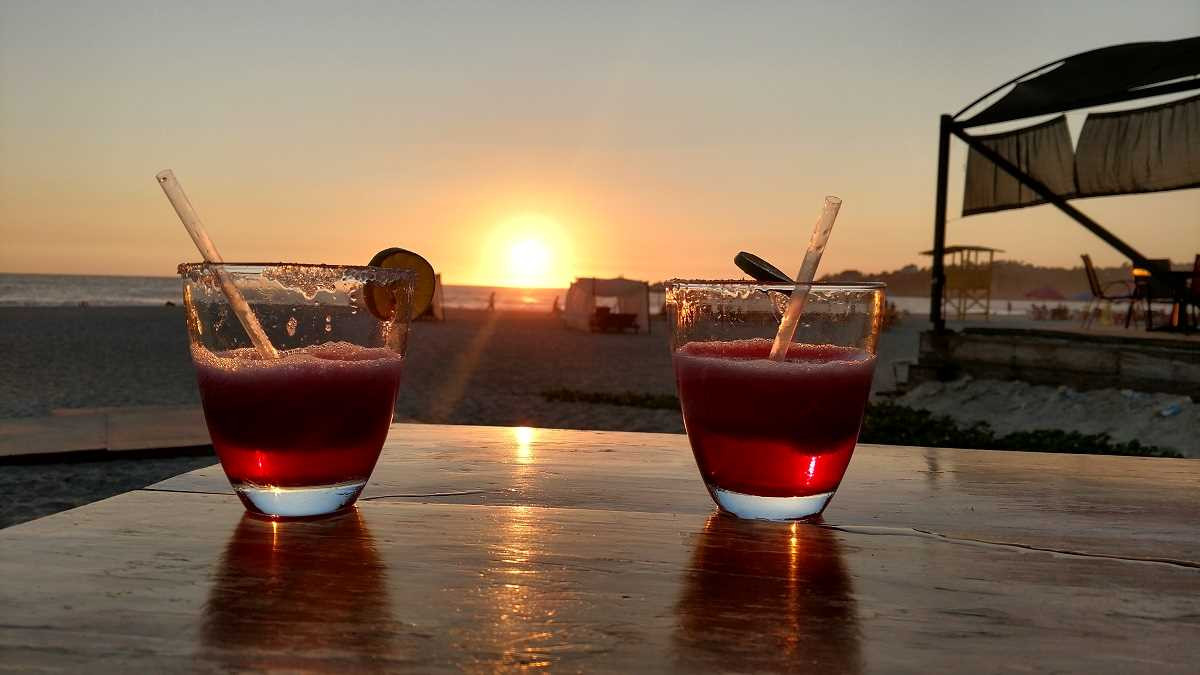 Drinks on Zicatela beach