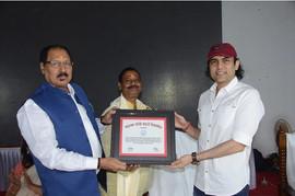 काशी विद्यापीठ के सभागार में राष्ट्रवादी फिल्मकार आज़ाद का सम्मान