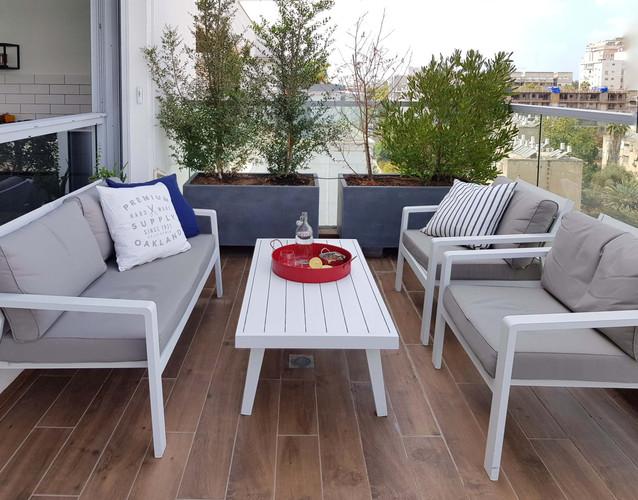 פינת ישיבה במרפסת