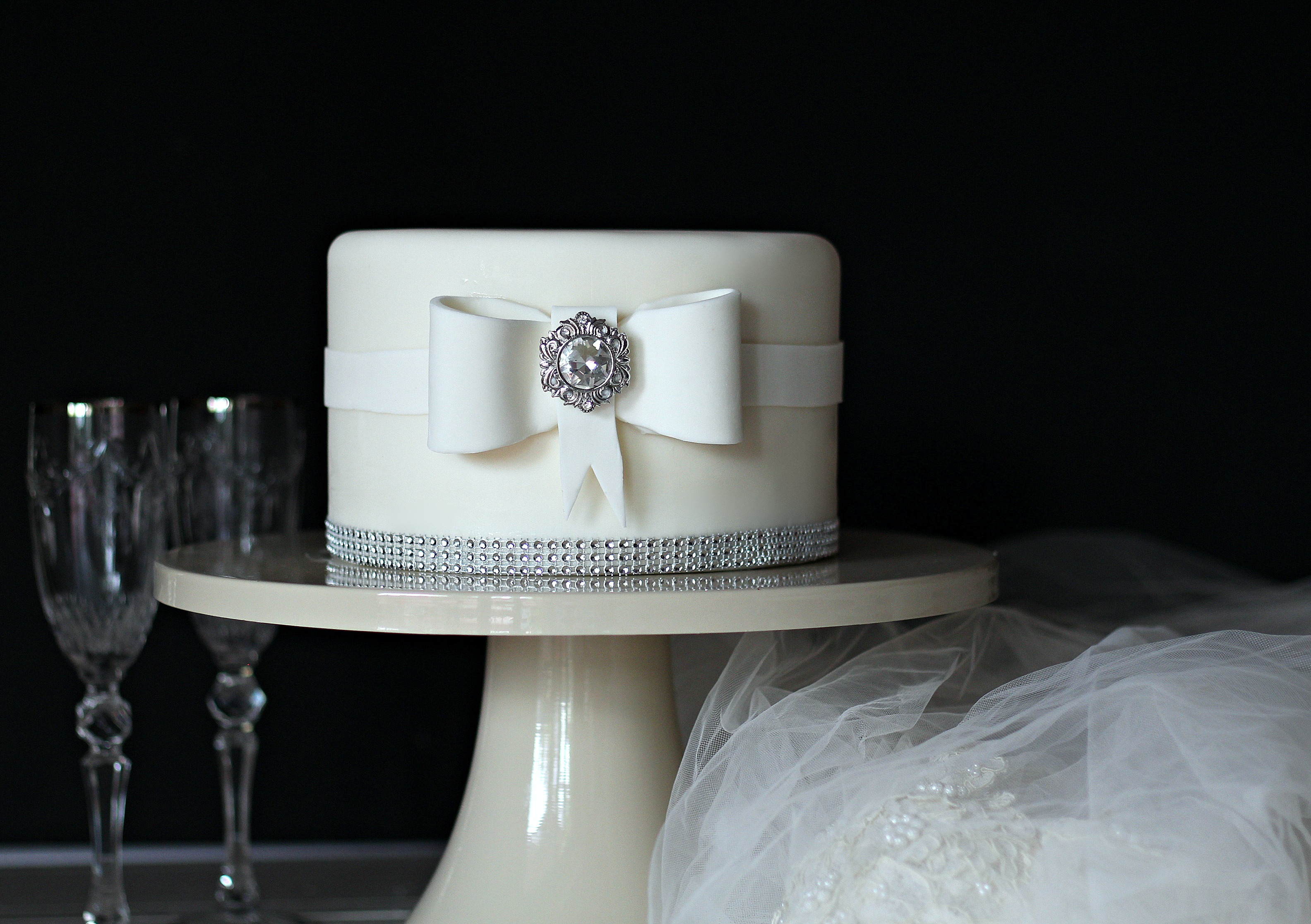 neoclassic top tier with bow E
