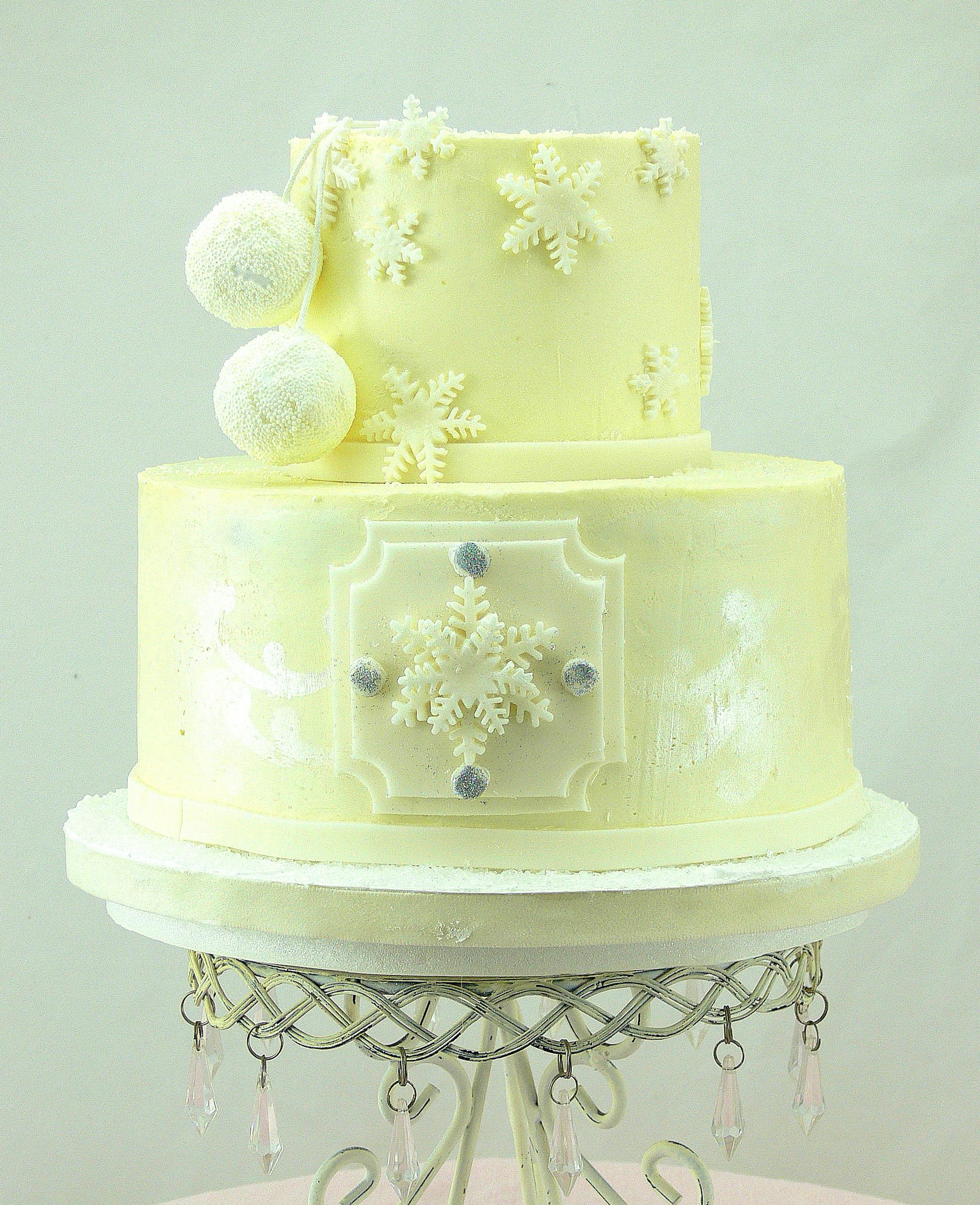 Winter snowflake bridal shower cake.jpg