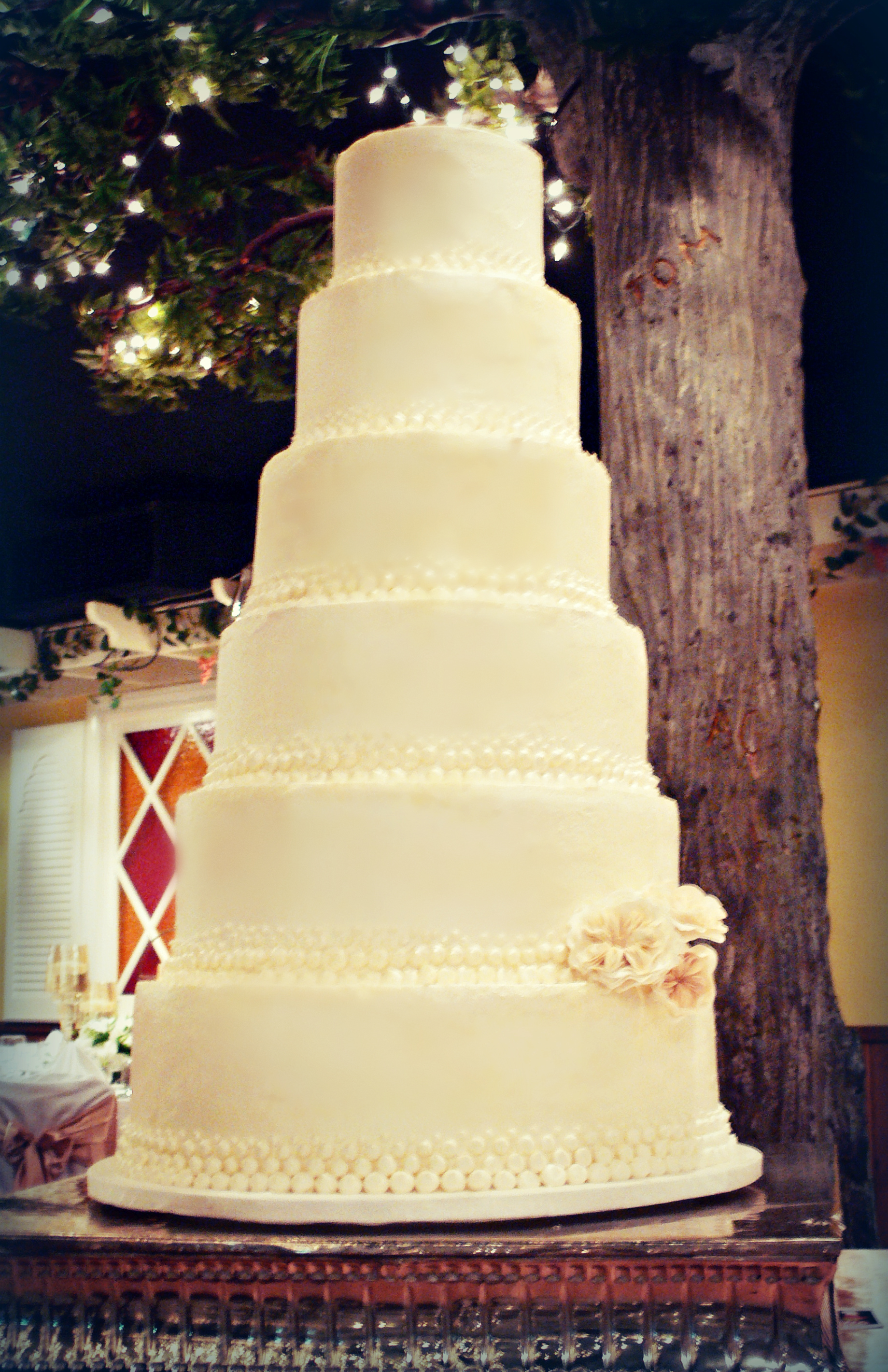Ivory wedding cake at Sherwood Room edit.jpg