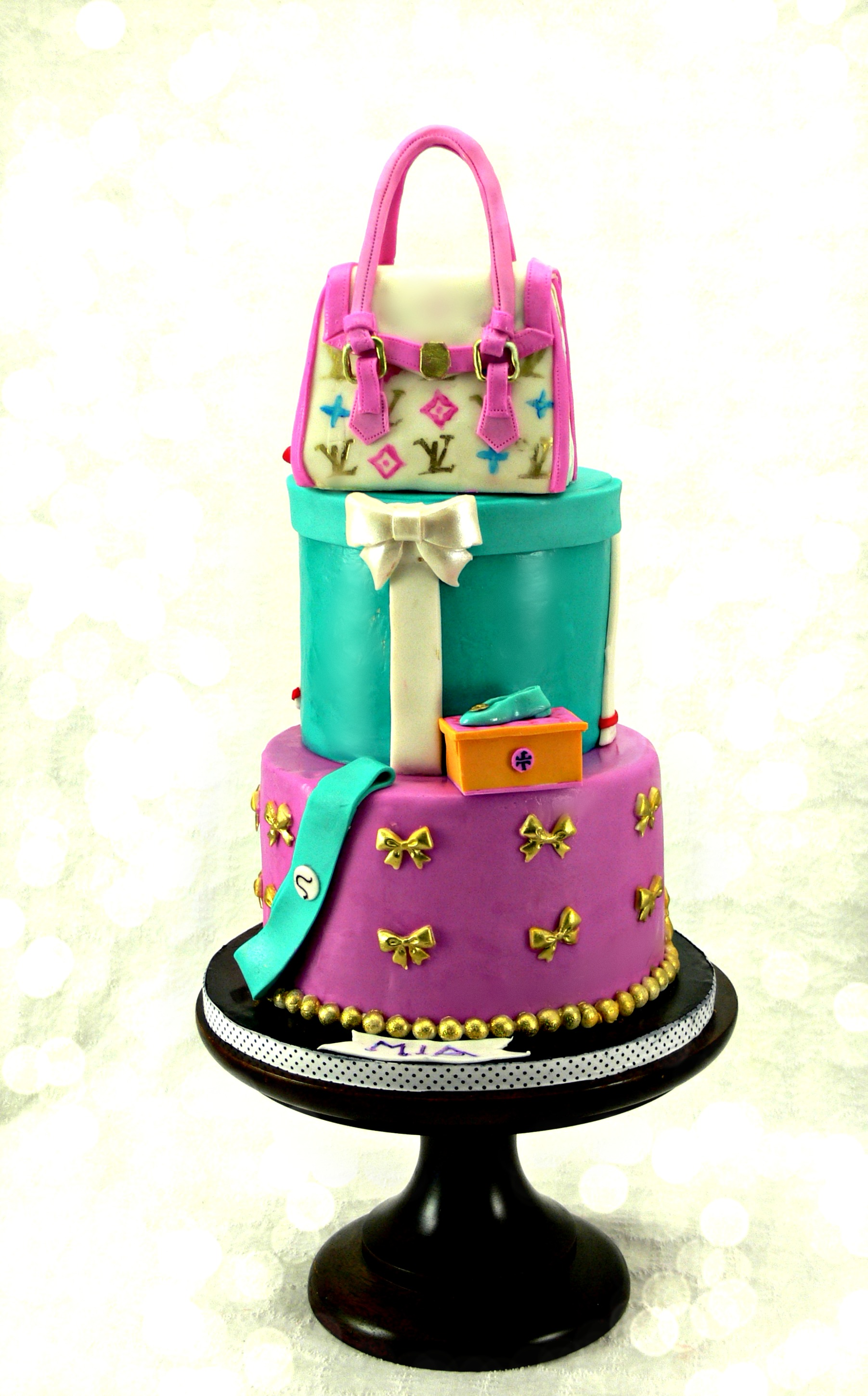 fashionista cake with louis bag .jpg