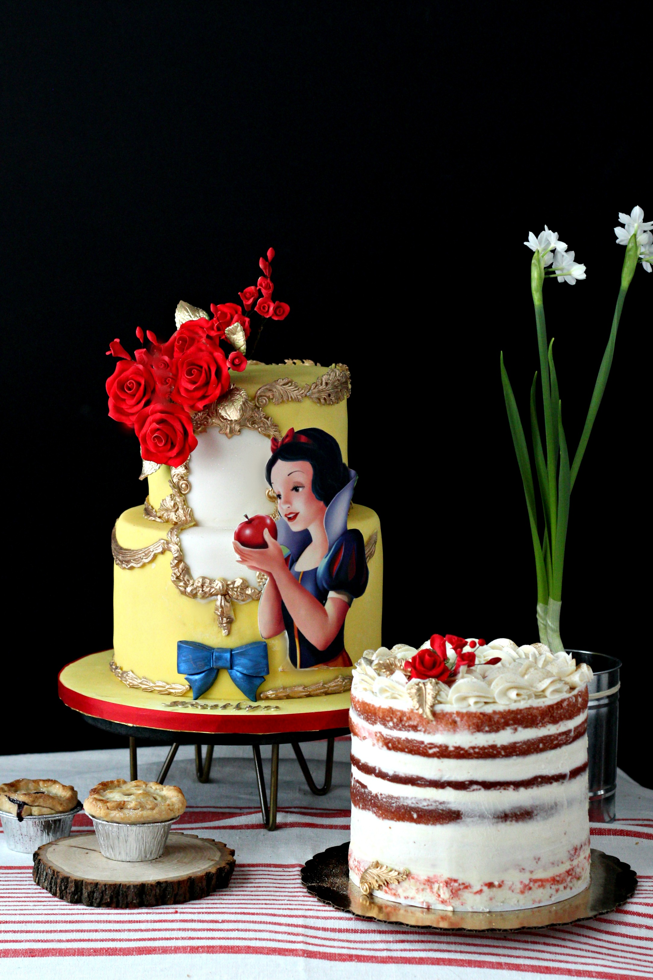 snow white cake and naked cake pie e