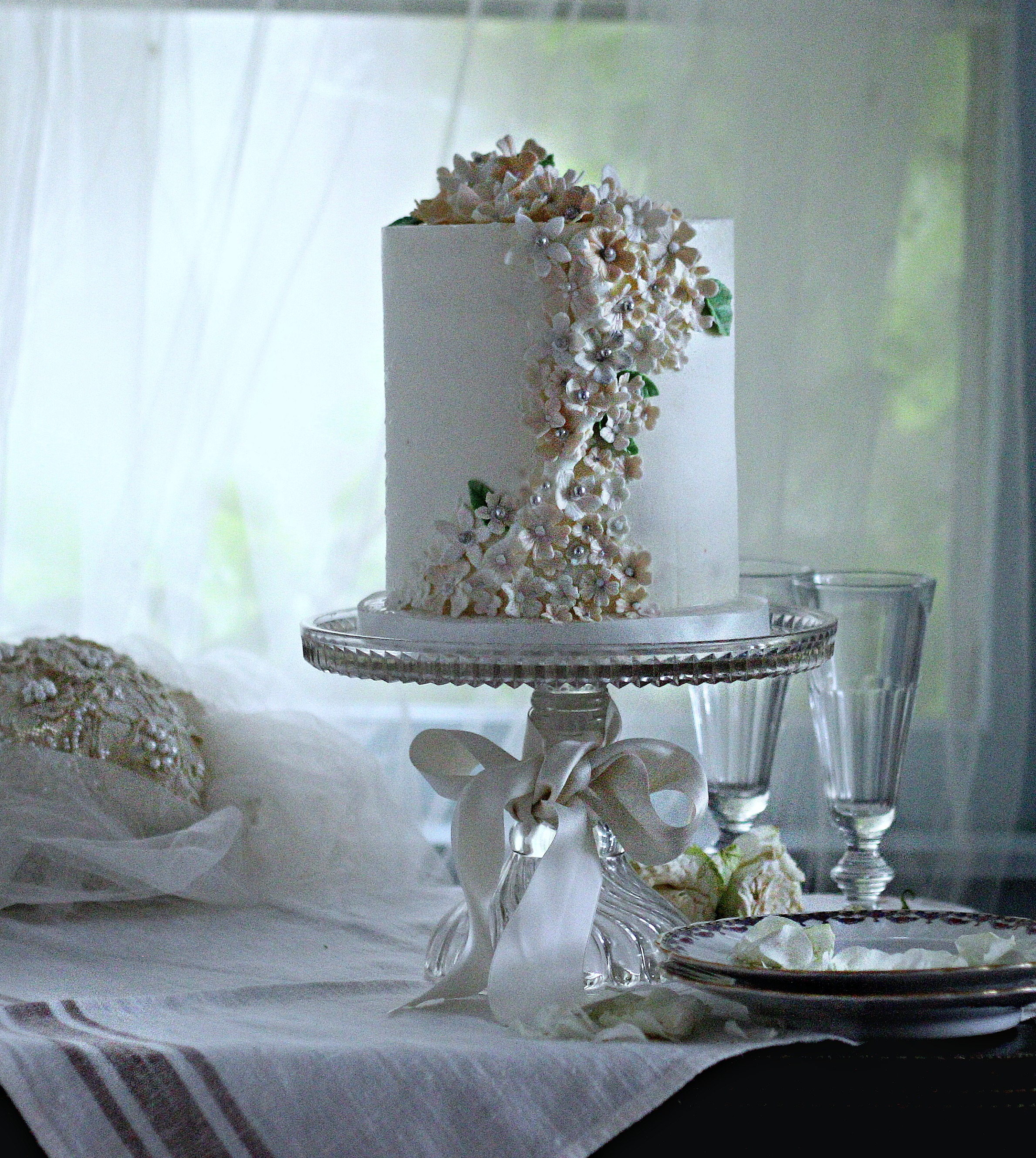 wedding cake small elegant buttercream sugar flowers katherine creams silver e