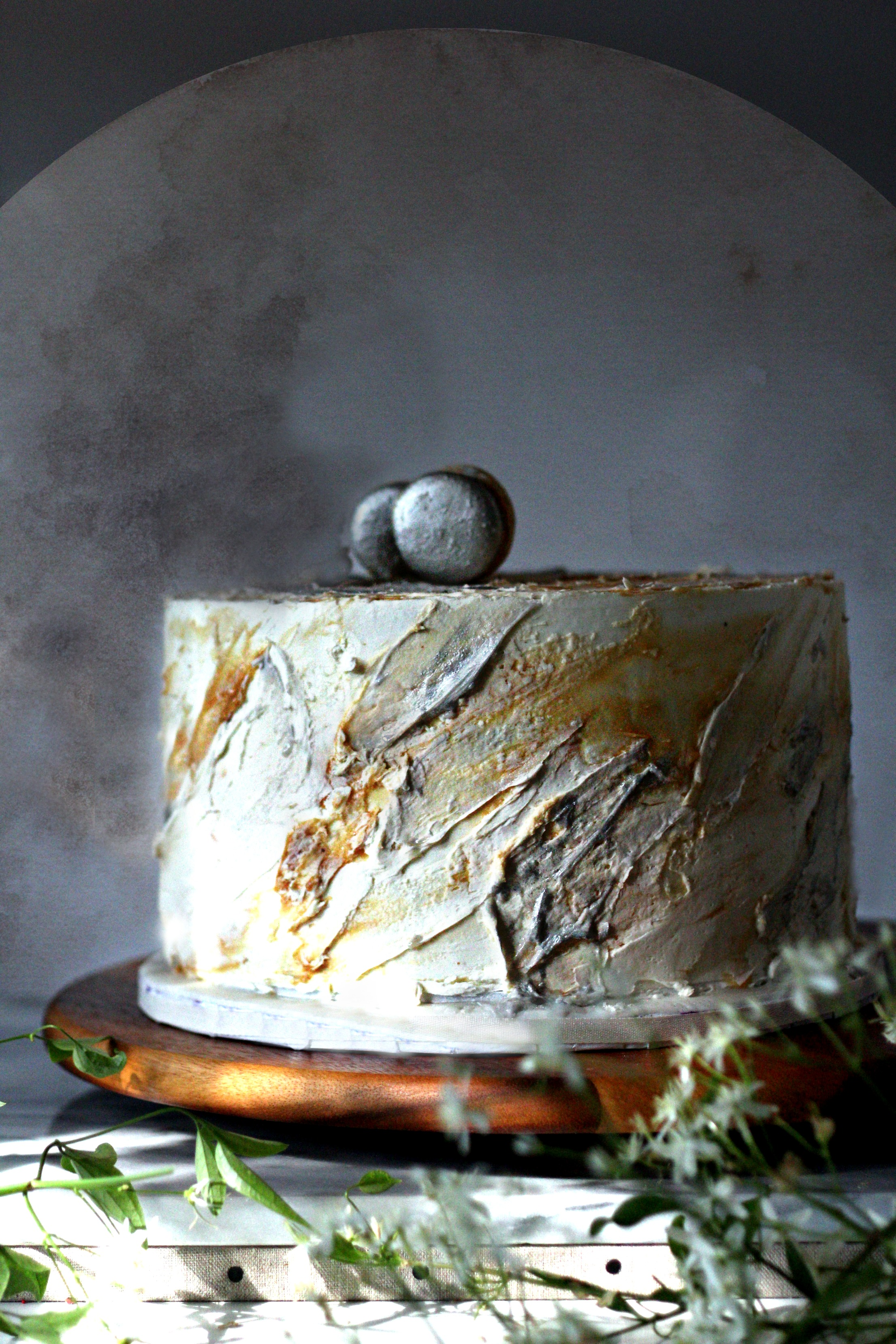 contemporary rustic style granite look silver cream caramel macaron wedding cake e
