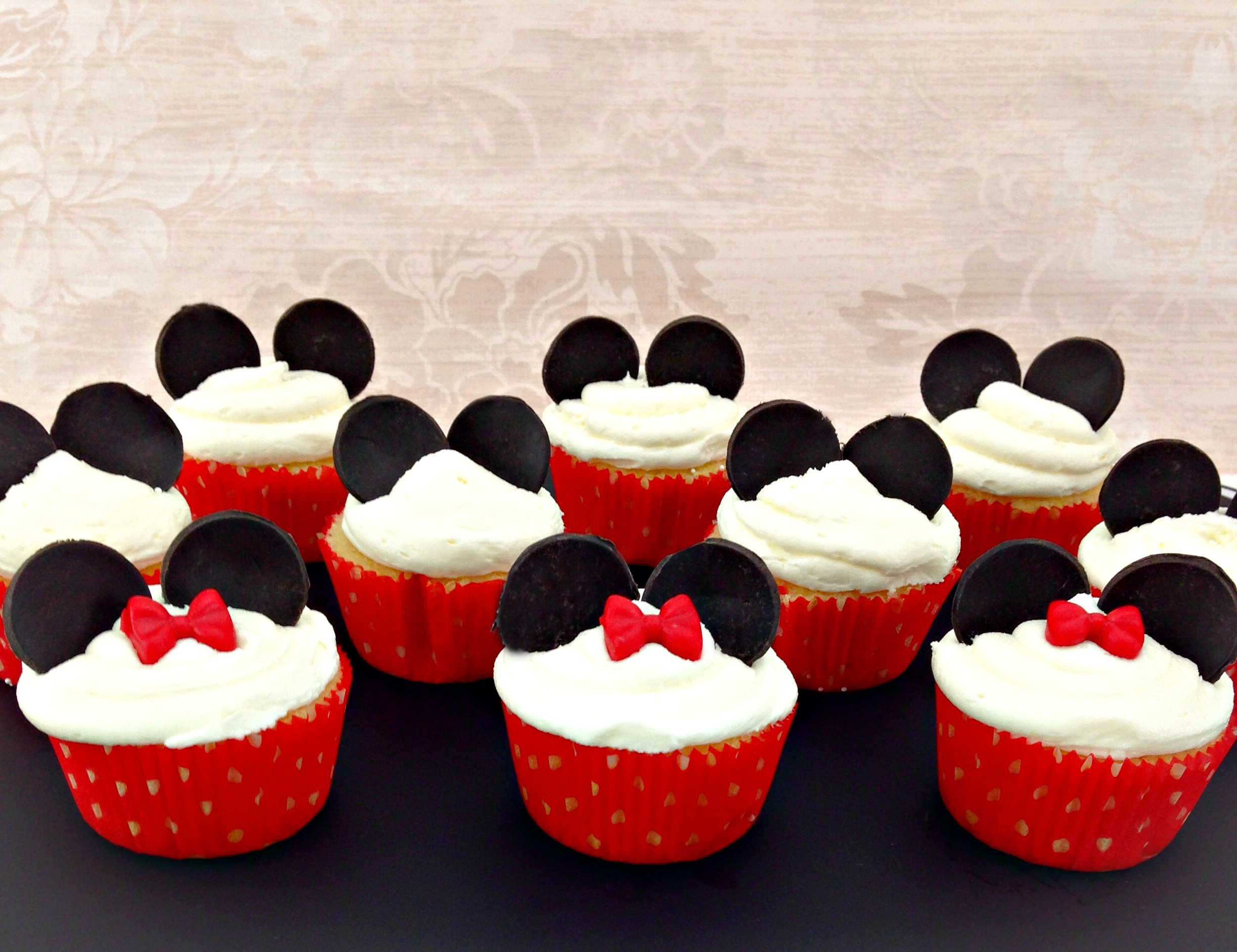 Mickey and Minnie Mouse cupcakes.jpg