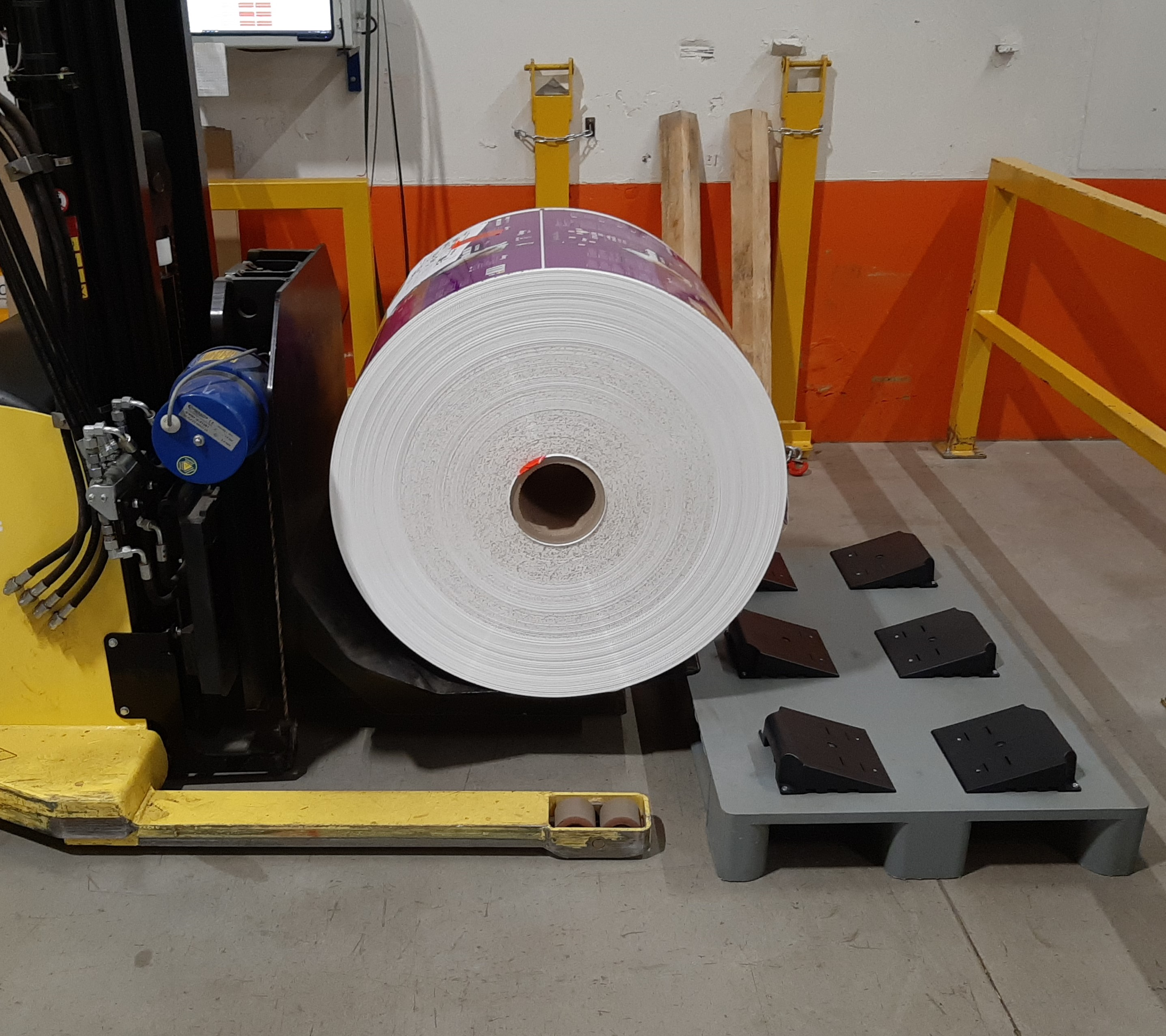 ROLL-PACKAGING_ROLL_PALLET4_Pedane_roll_