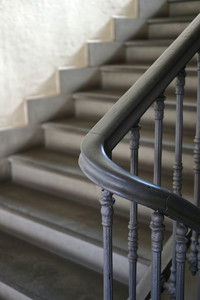 Modern, contrasting Victorian staircase design image