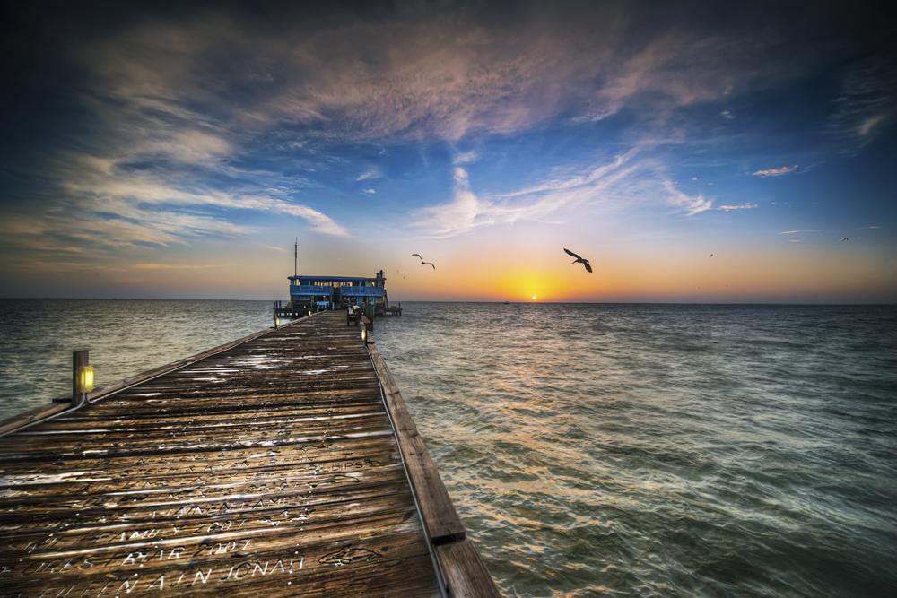 Rod n Reel Pier Sunrise