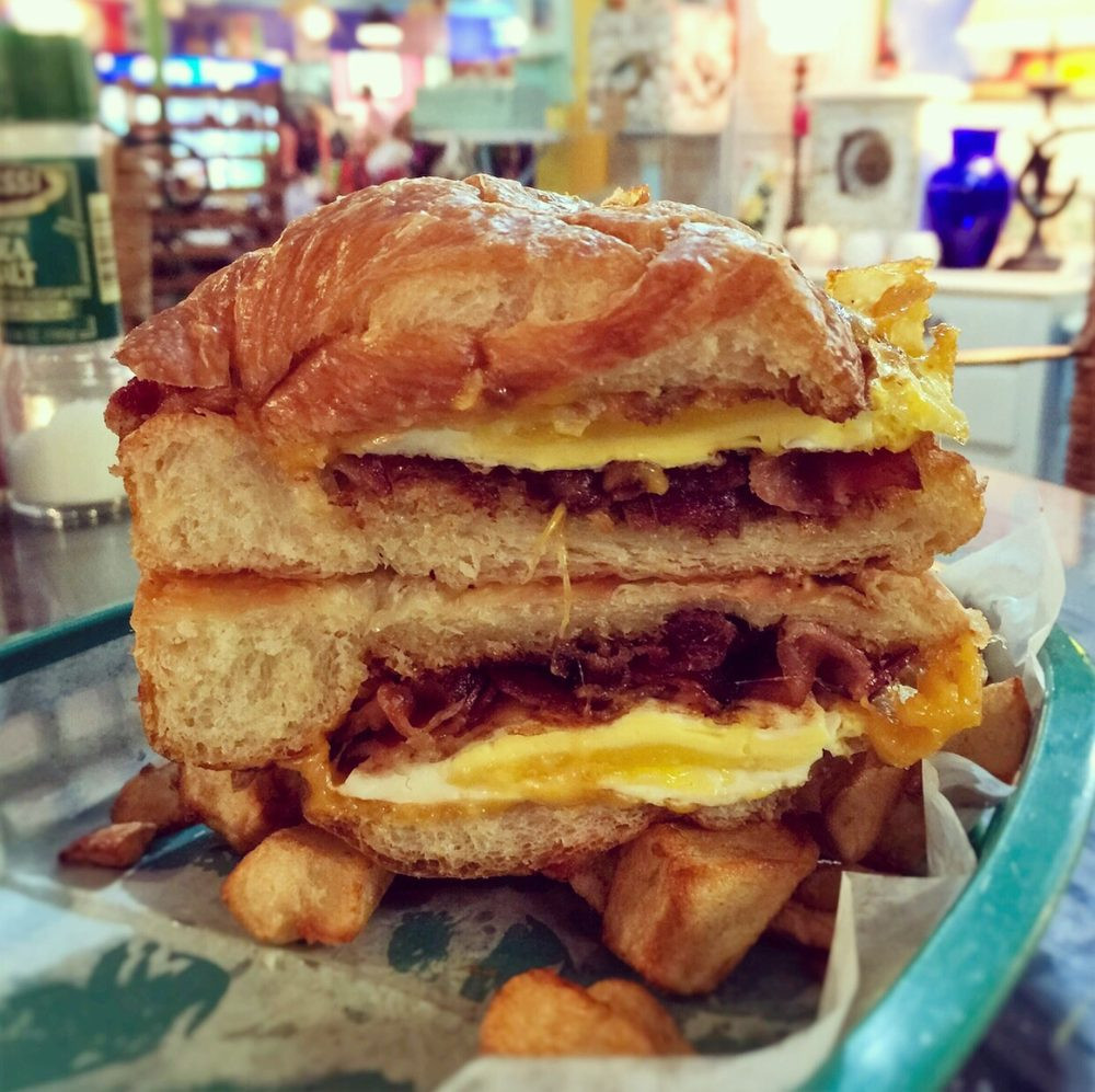 Top 10 Restaurants on Anna Maria Island, Florida - Most Funky