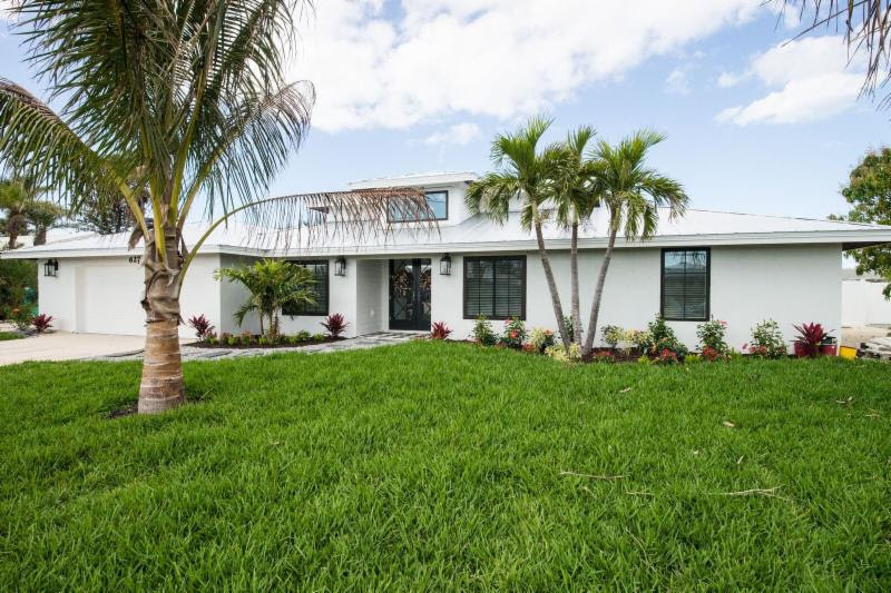 627 Emerald lane, Holmes Beach, FL - Tour of Homes
