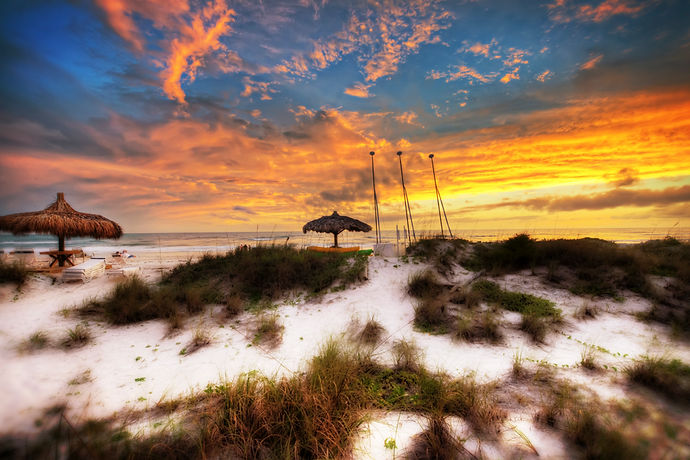 Vibrant Bradenton Beach ~ The Insider's Guide to the BEST BEACHES on Anna Maria Island, Florida. Read about our favourite beaches for rentals, restaurants playgrounds, surfing, and lots more tips. Click the 'Read it' button for all the details
