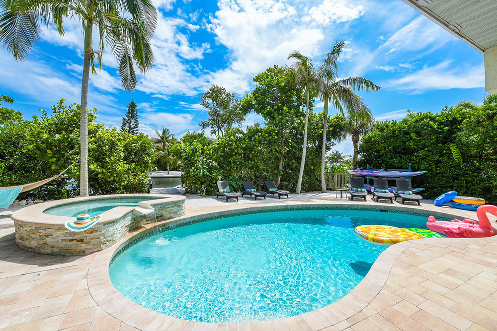 Sirenia Cove Pool - Anna Maria Island Home Rental