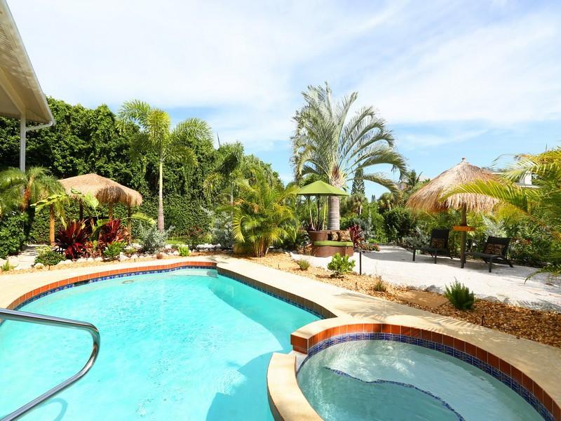 Tropical Pool, Spa, Tiki Huts and Backyard Beach - Sirenia Beach House
