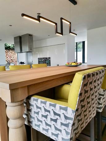 kitchen and bar decor