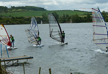 learning to windsurf in a fun and safe way, windsurfing is easy when you learn with broglake