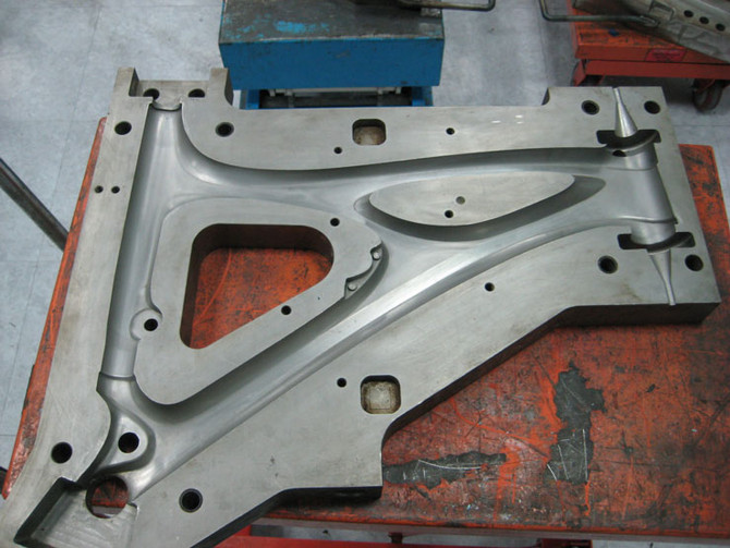 Honest John's insider's guide to the bike industry #1: carbon frame moulds