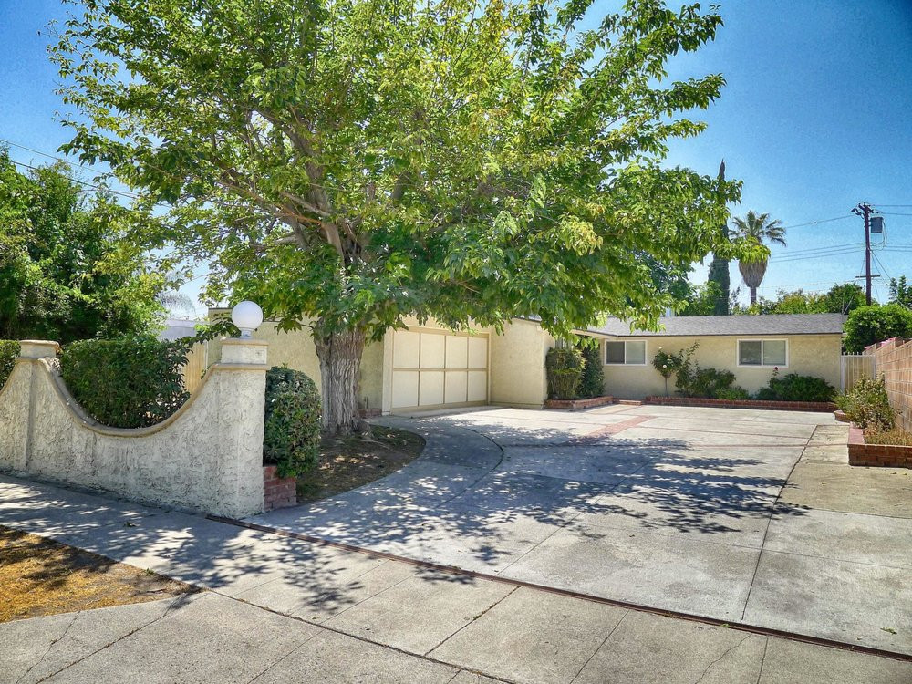 6745 Limerick Ave., Winnetka, CA