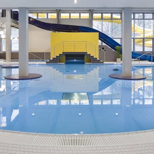 בריכות שחיה ומתקני-ספורט ומים מרוצפים באריחים נוגדי החלקה דרגה C לפי התקן לבריכות שחיה ציבוריות