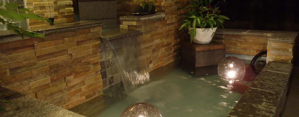 水の流れる庭 池・壁泉2.jpg