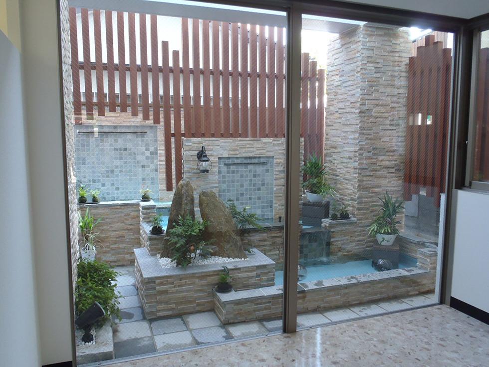 水の流れる庭 池・壁泉4.jpg