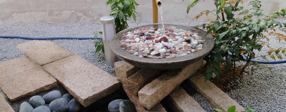 水の流れる庭 池・壁泉1.jpg