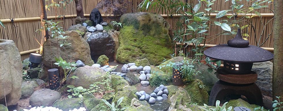 水の流れる庭 池・壁泉5.jpg