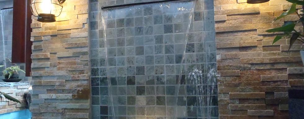 水の流れる庭 池・壁泉9.jpg