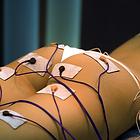 Ritual em que se utilizam cargas eléctricas para provocar a contracção involuntária do músculo. Indicado para combater a flacidez dos tecidos e músculos, ajuda na redução de celulite, gordura localizada e edemas pós-traumáticos através do melhoramento da c