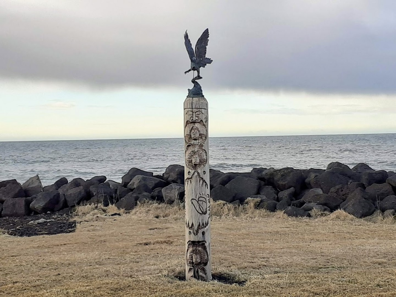 076_Nicole-Barrière_Bord de mer-Totem is