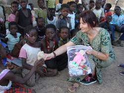 Rachel en animation avec les enfants (7).JPG