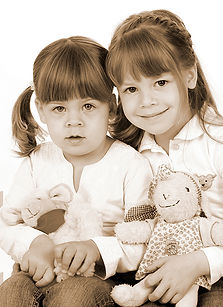 Geschwister Sepia.jpg