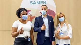 Staatssecretaris Mahdi bedankt asielzoekers in vaccinatiecentrum