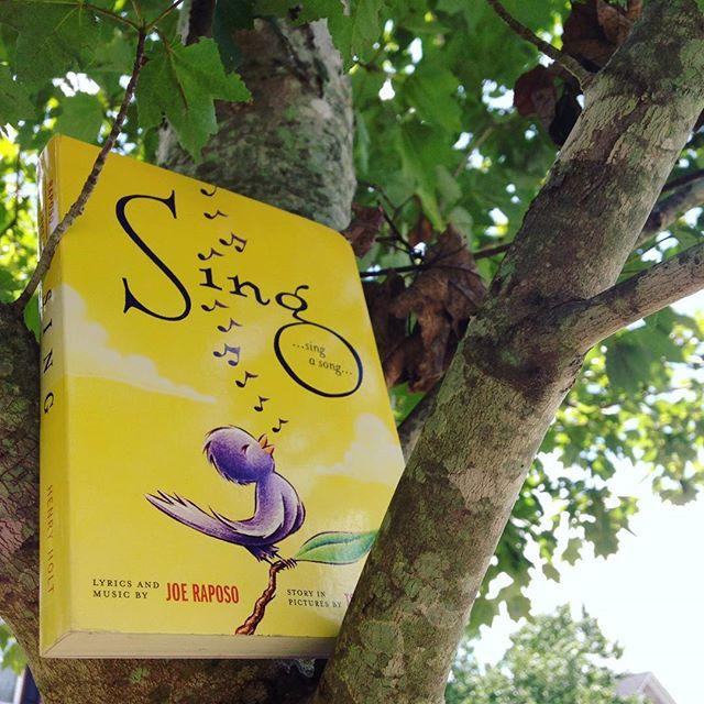 Sing by Joe Raposo and Tom Lichtenheld